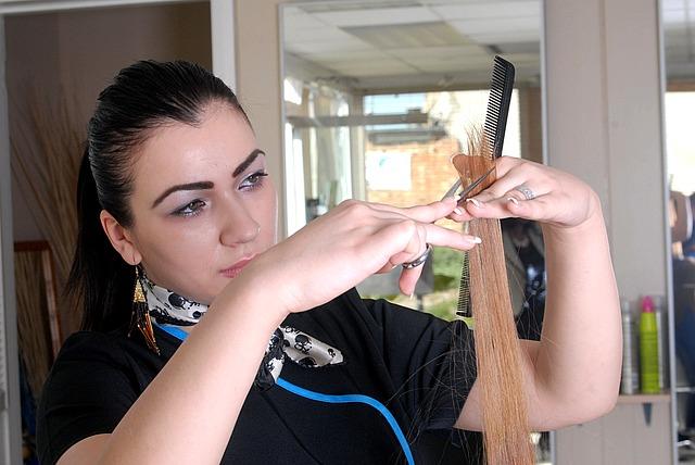 kadeřnice při stříhání